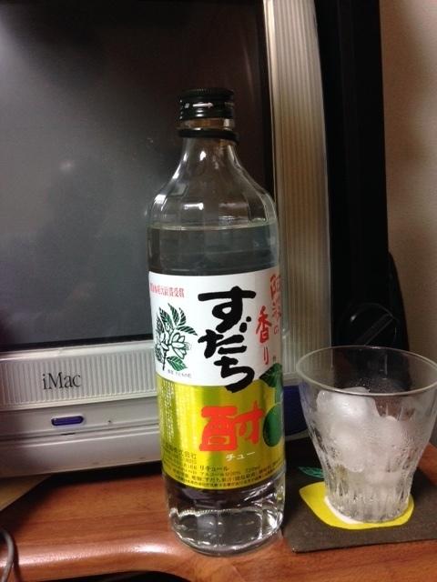 160426すだち酎ボトルとロックグラス.JPG